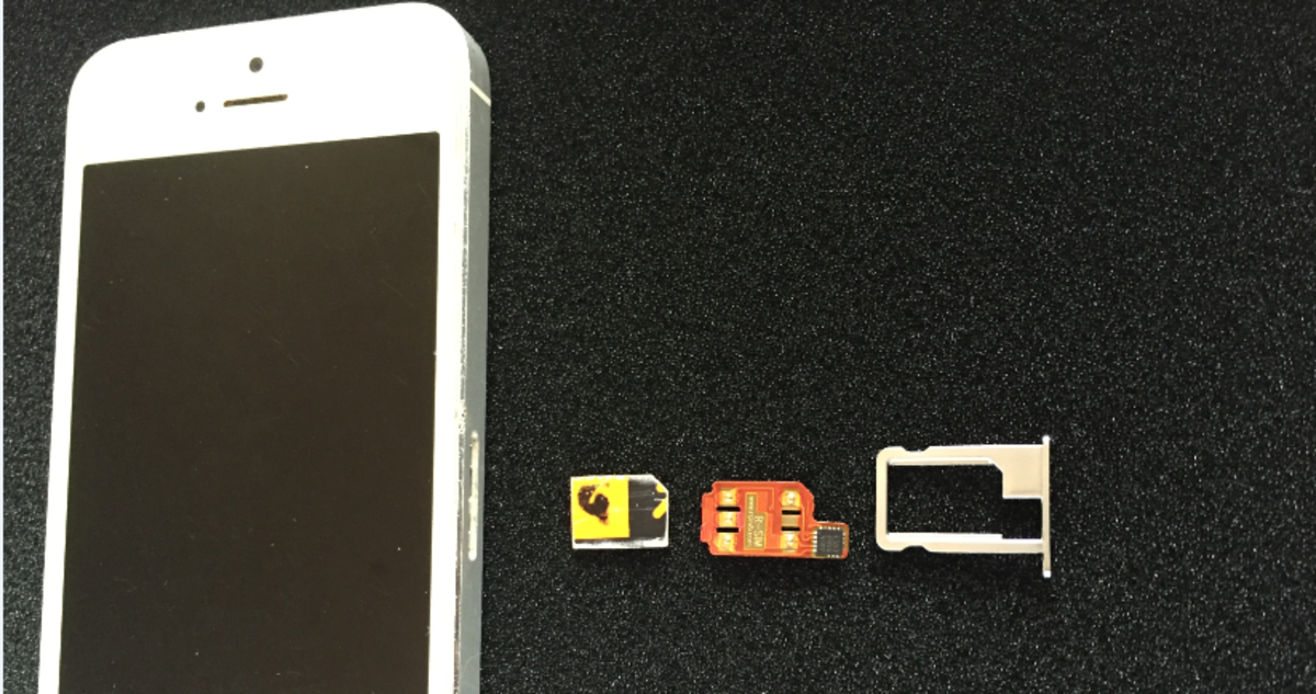 An iPhone 5, sim card, R-sim interposer and sim tray