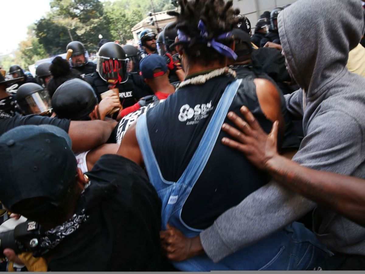 Police tangle with police escorting Free Speech Rally participants off Boston Common
