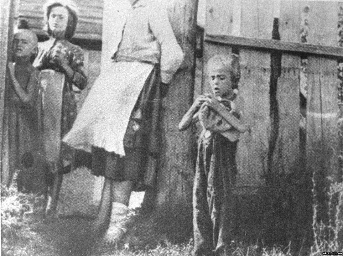 Ukrainian family starving during Holodomor