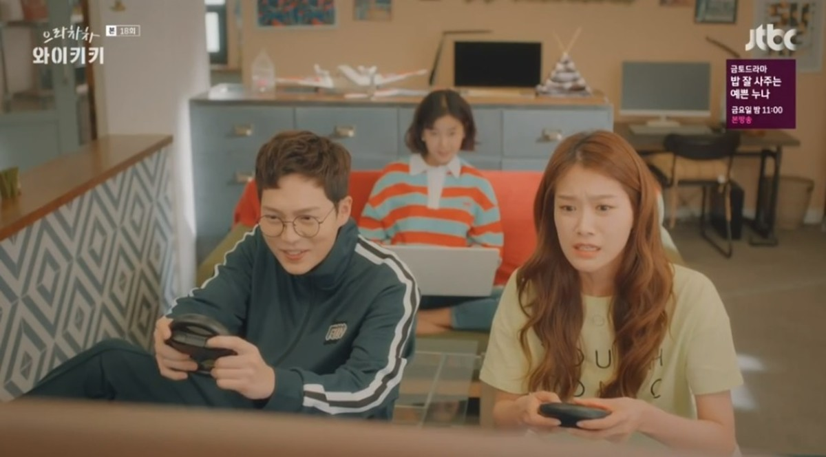 Bong Doo-sik and Min Soo-ah playing video games with Kang Seo-jin in the background on her computer.