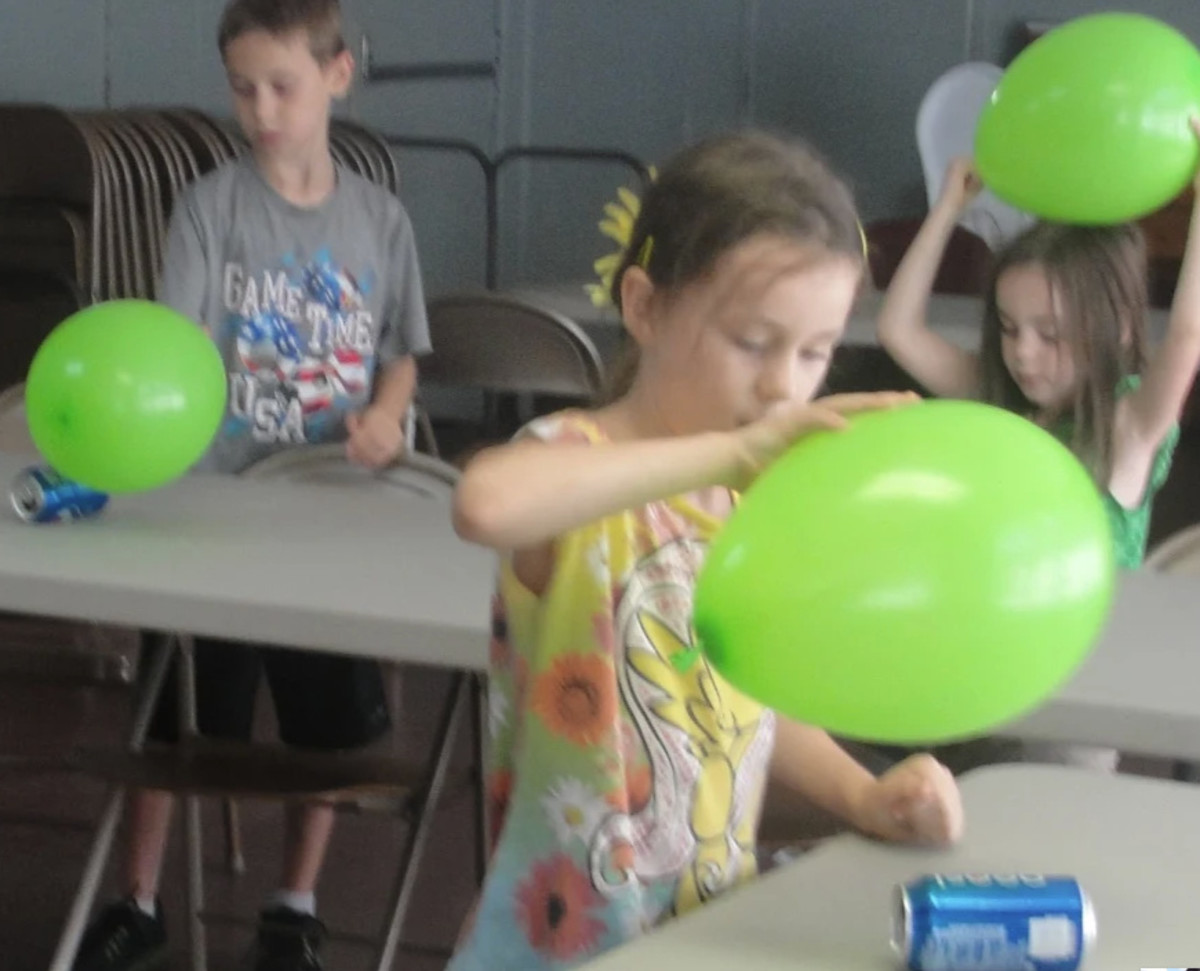 Playing with static electricity was one of the activities we did while learning about the electricity during our Science Morning Basket & Activities time.