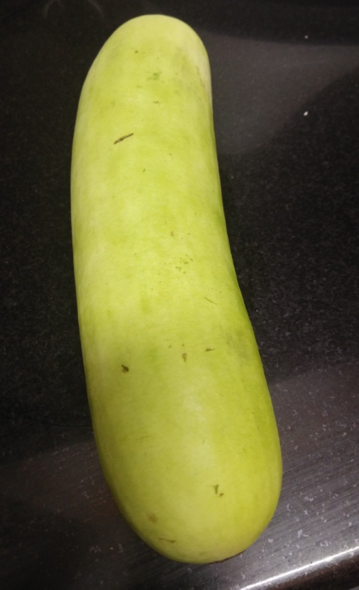 Wash and peel off the skin of bottle gourd.