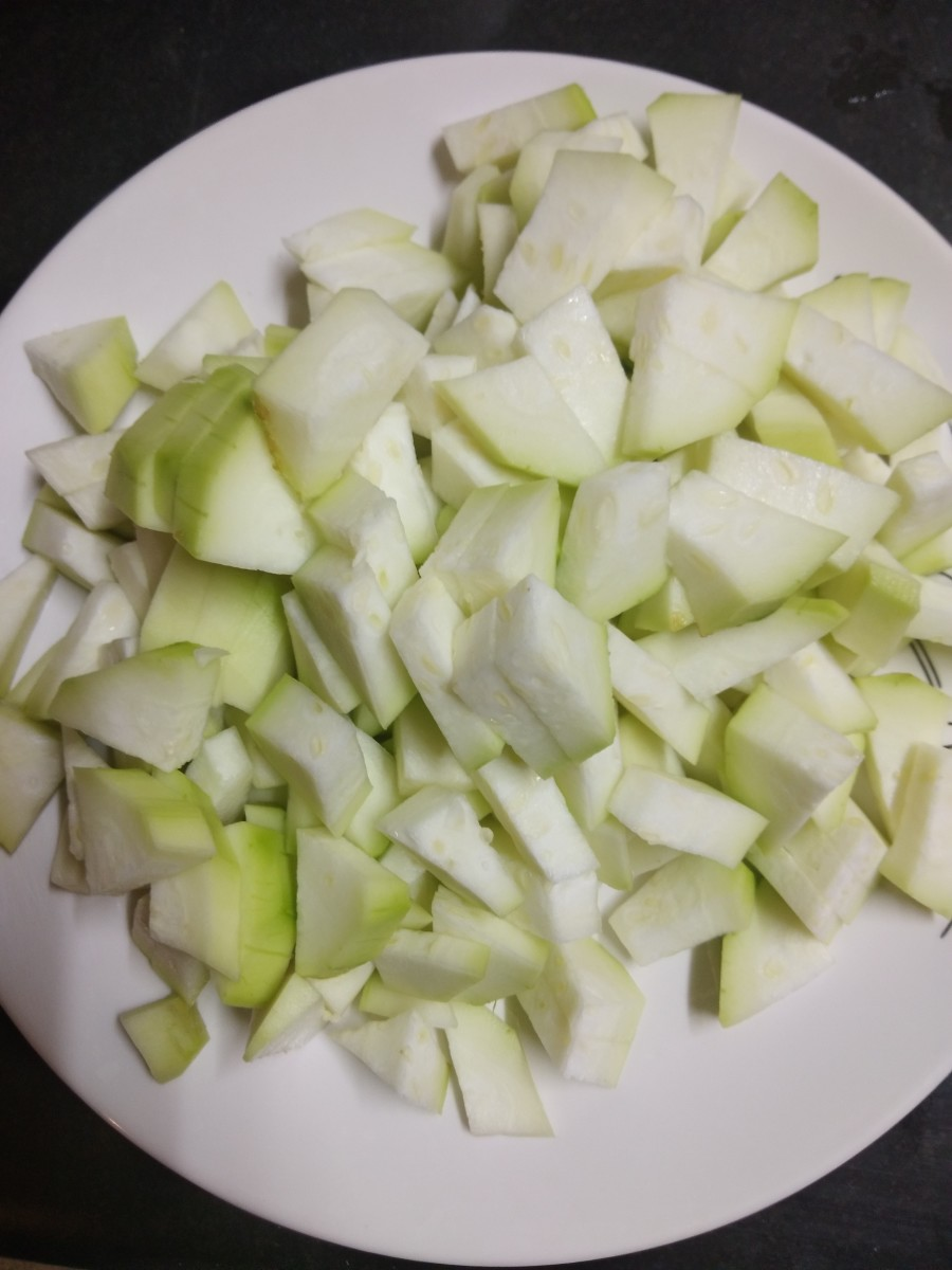 Cut the bottle gourd into equal sized cubes. Keep aside.