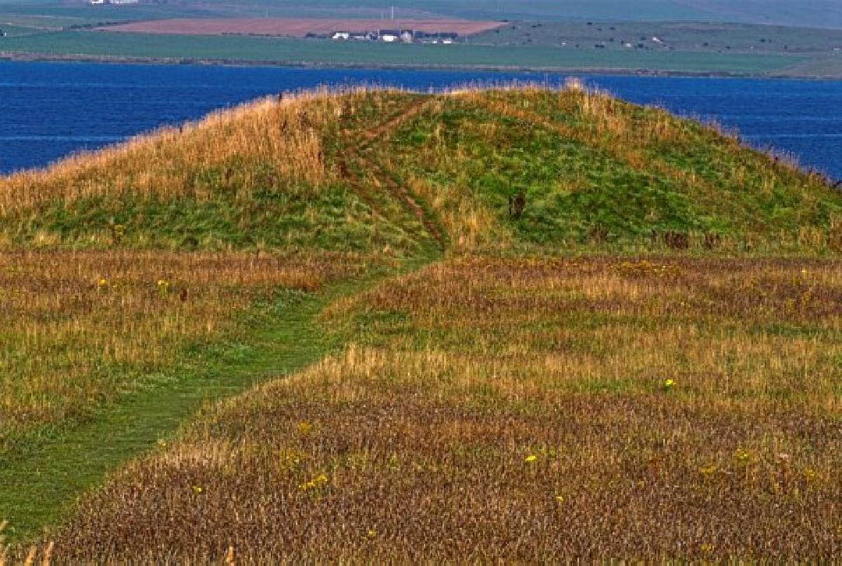 One of 13 butial-mounds ar BRODGAR