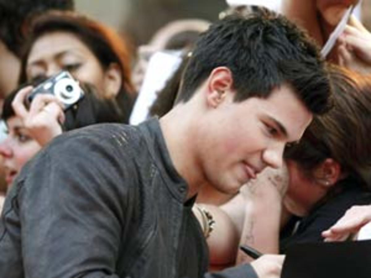 Taylor Lautner signs autographs for Team Jacob fans.