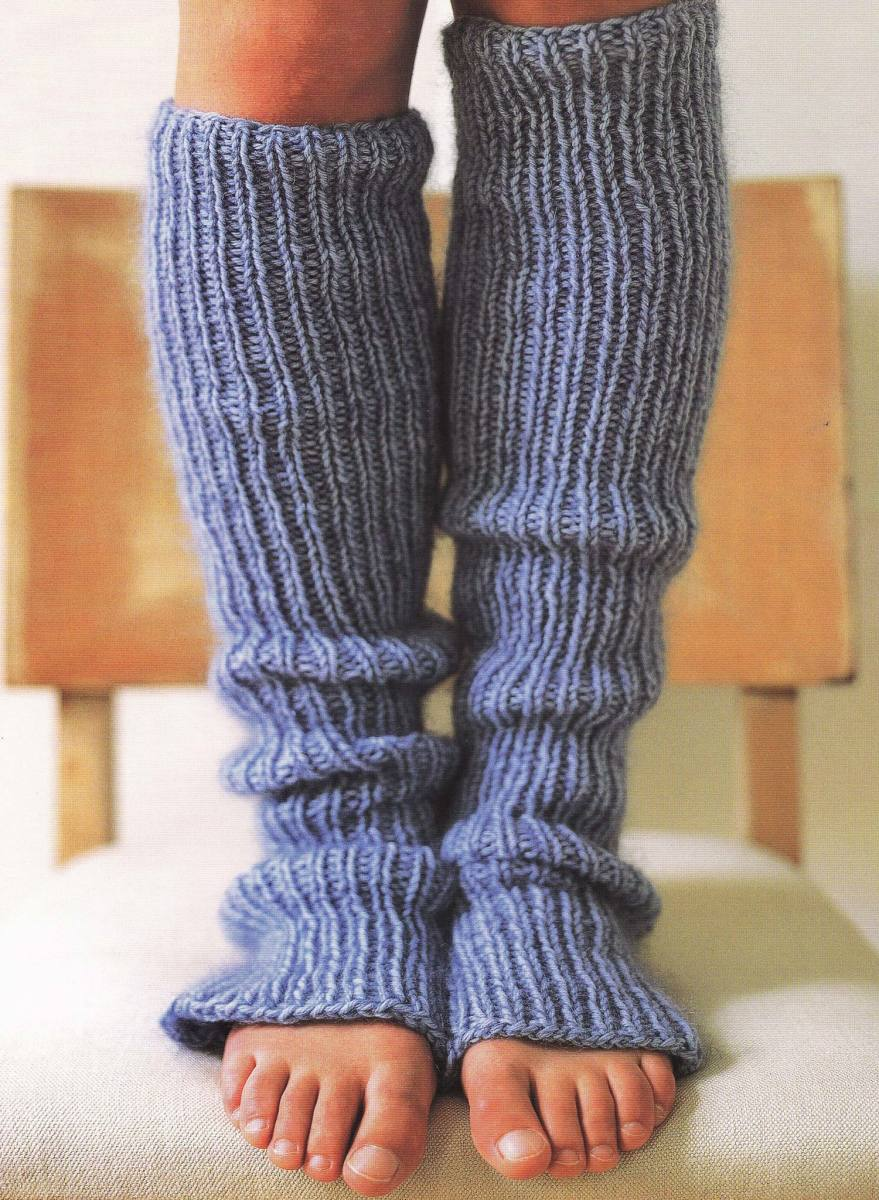 some really pretty leg warmers! photo from www.elizabethannedesigns.com/living/wp-content/uploads/2008/11/leg-warmers.jpg