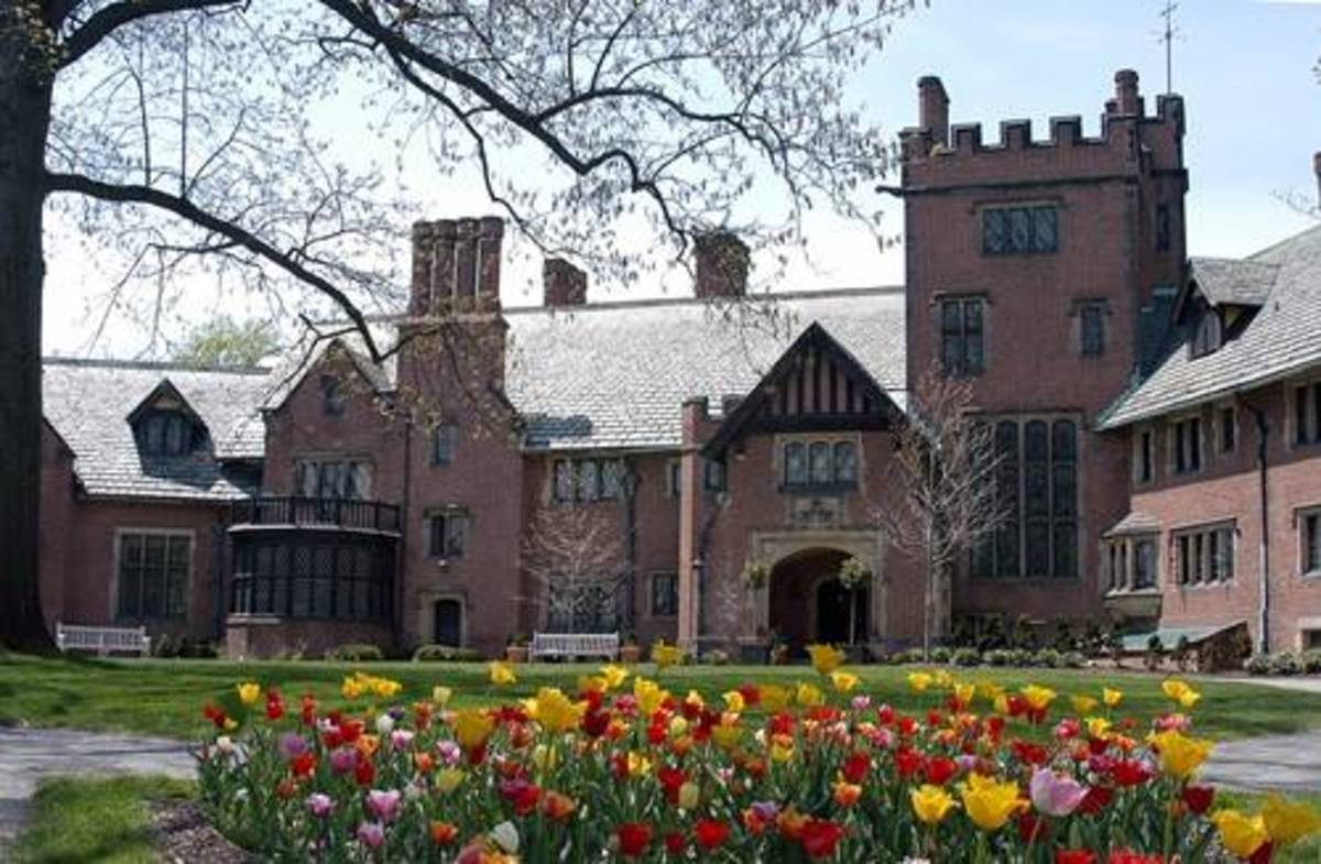 Ohio Redevelopment Projects - ODSA Follow Akron-Stan Hywet Hall Attribution 2.0 Generic (CC BY 2.0)