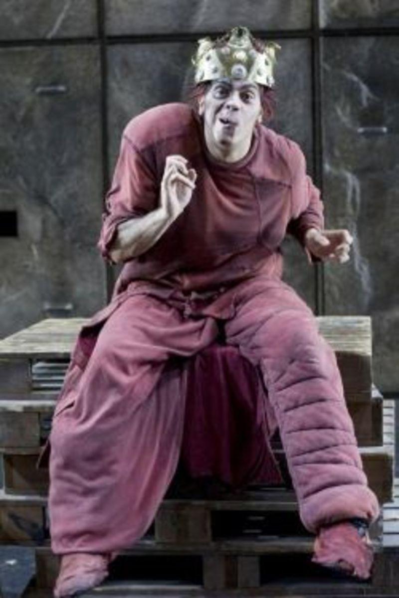Leonardo Di Minno as Quasimodo
