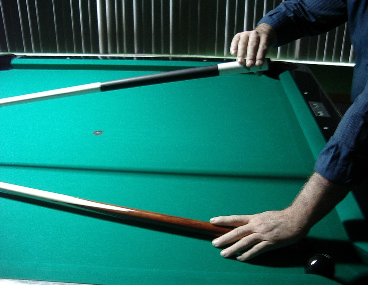 How to hold the cue and the rest (1)