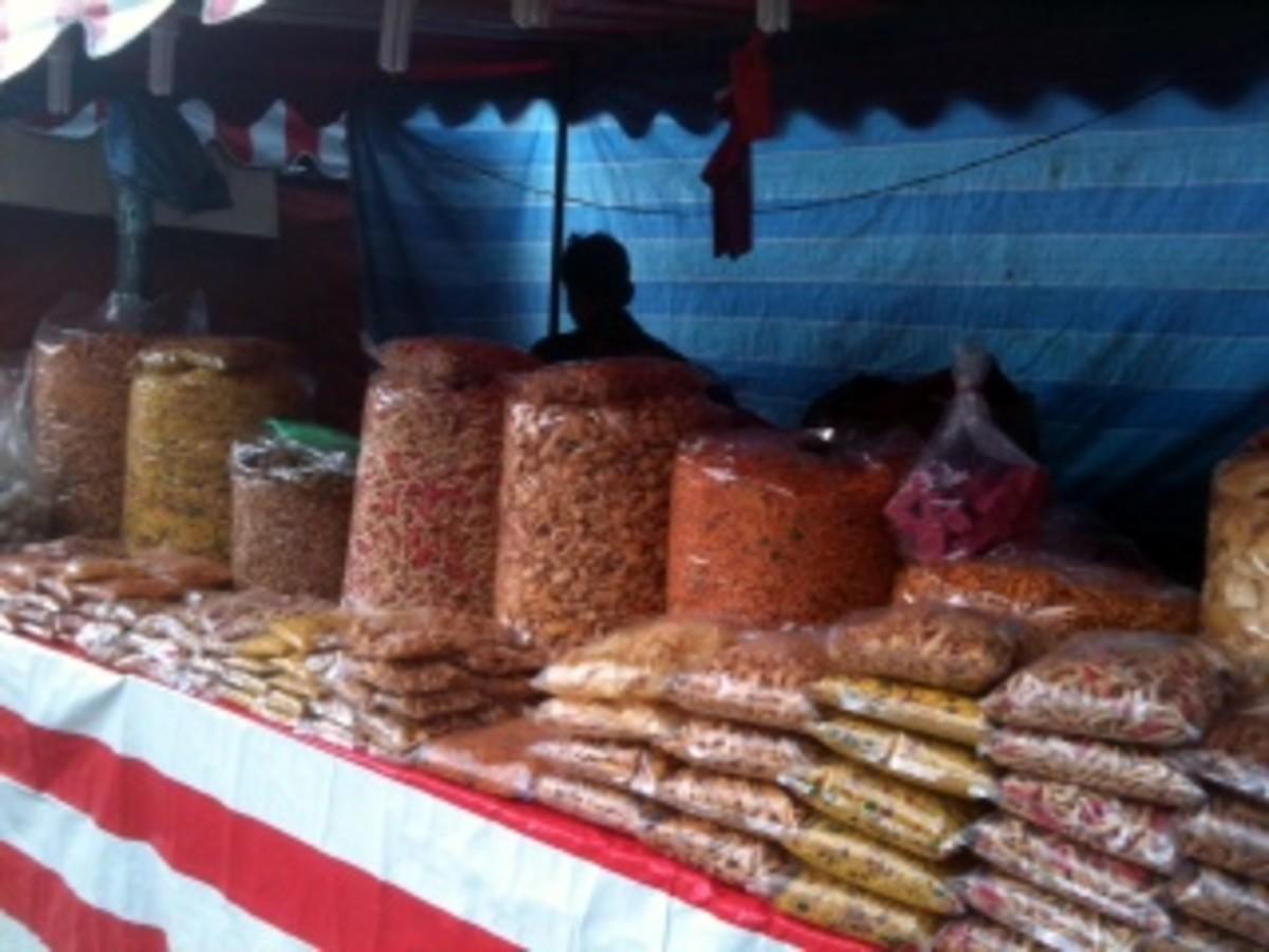 Diwali Pictures - Street Bazaar selling murukku and omapodi during Diwali in Little India, Kuala Lumpur