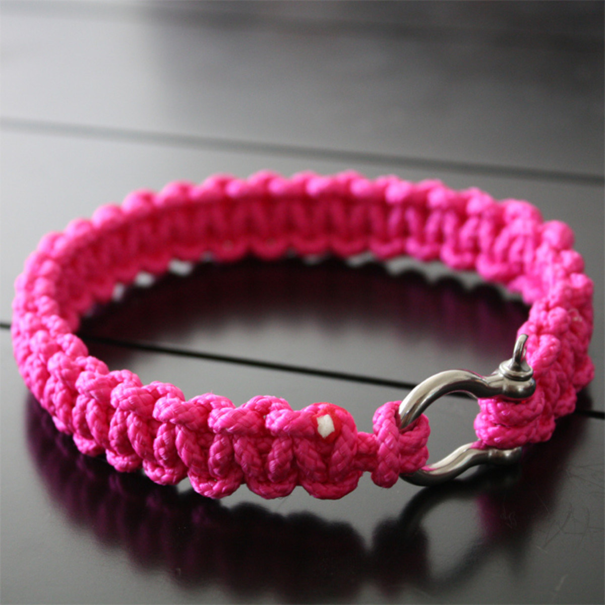 How To Make A Paracord Bracelet In Two Easy Steps Hubpages