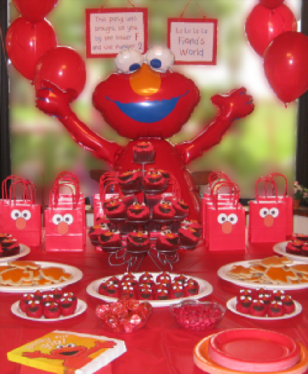 Throw an Elmo Birthday Party with Homemade Decorations and Desserts!