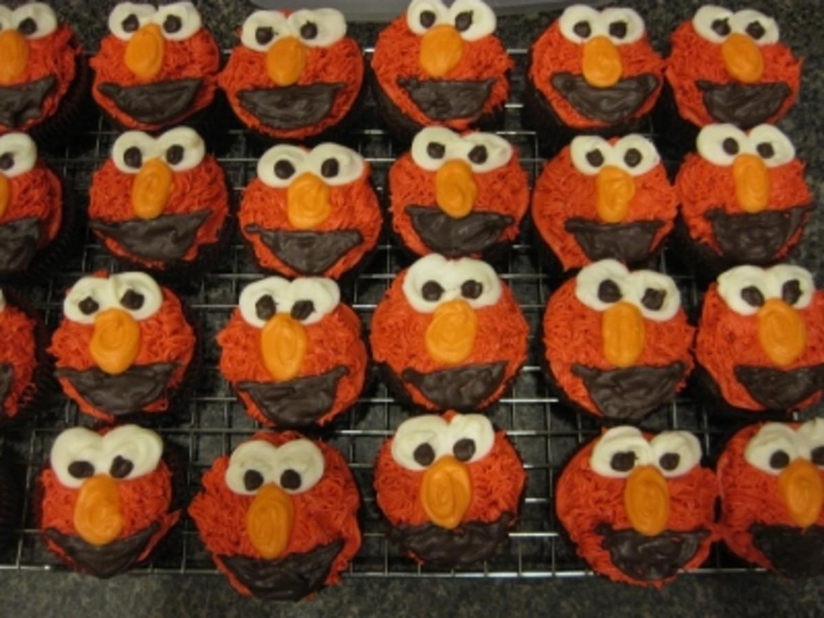 Elmo Loves Cupcakes!