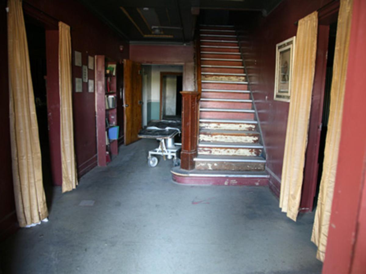 Clovis Wolfe Manor Entrance