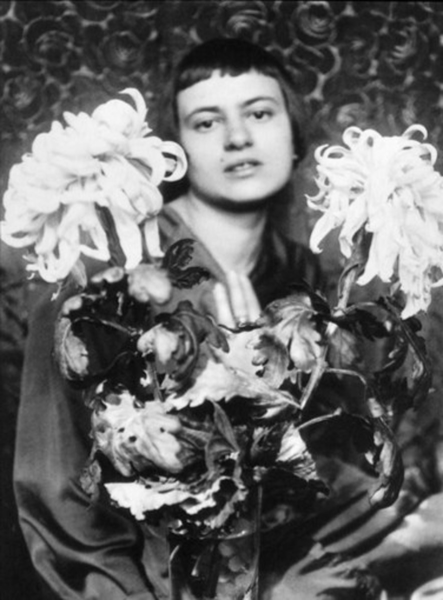 Marianne Brandt in a self portrait that highlights her attributes as a New Woman.