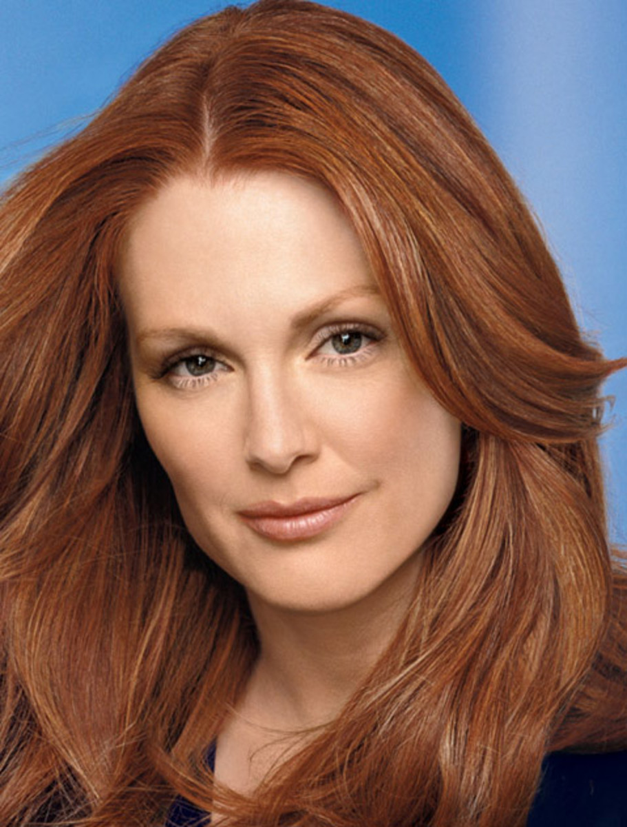 Julianne Moore's makeup with red hair and green eyes