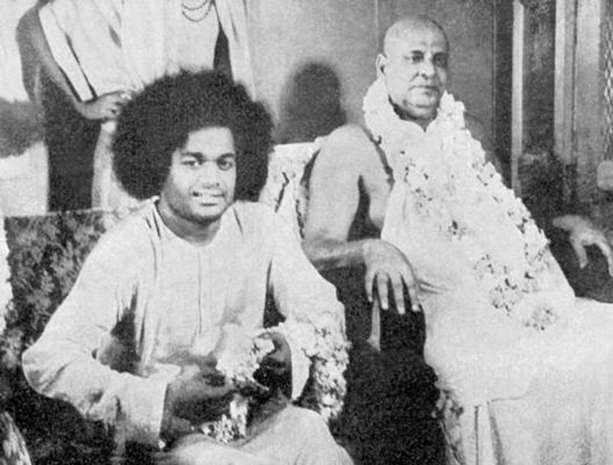 A rare picture of Sri Sathya Sai Baba and Swami Sivananda