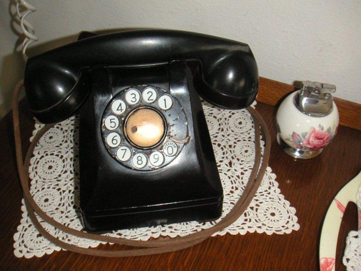 Rotary dial telephone with cotton cord