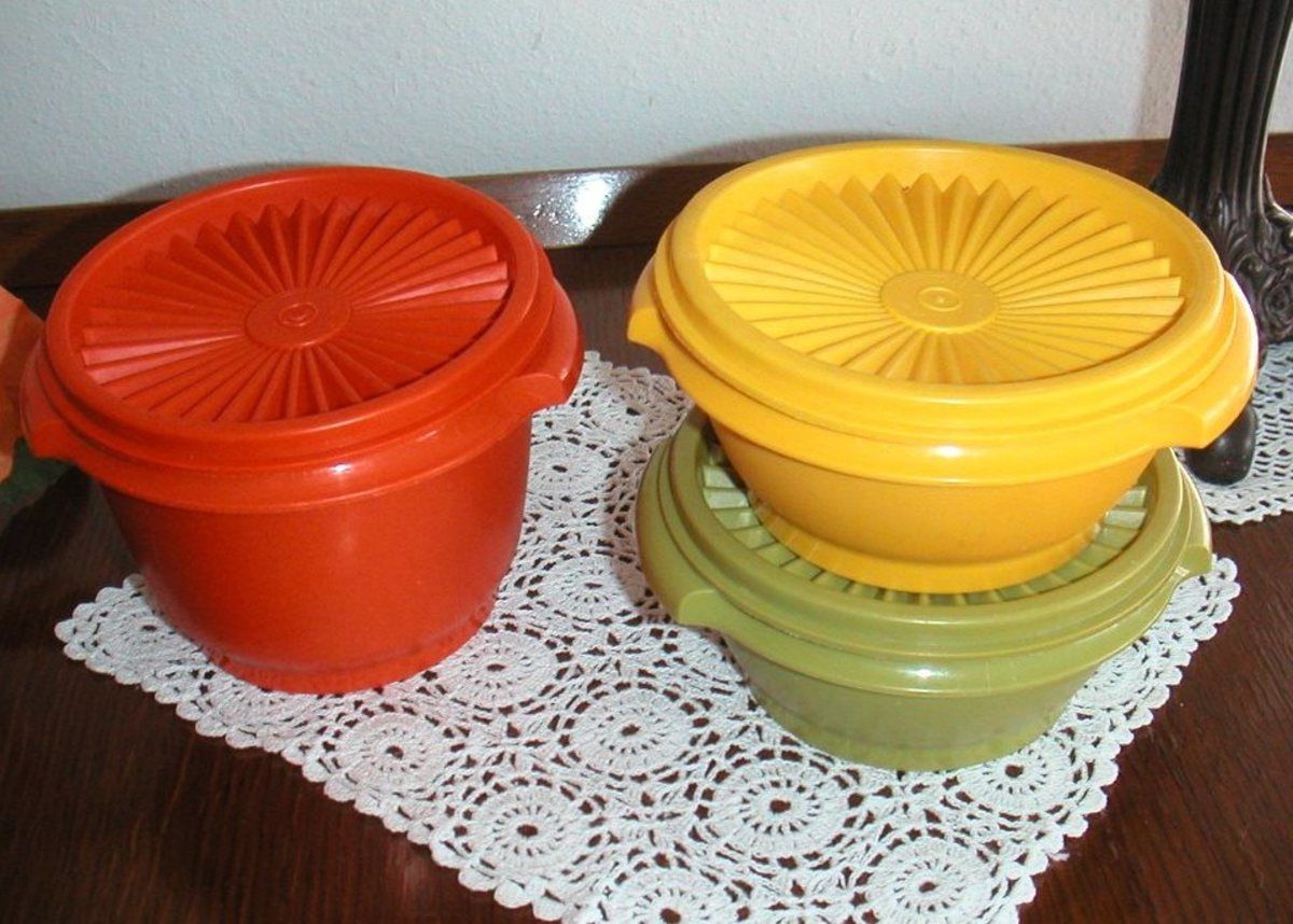 Containers came in vibrant colors in the seventies. These Tupperware containers are hard to find.