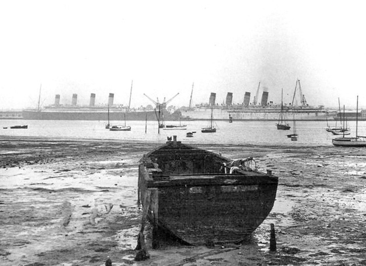 1934, Olympic and Mauretania awaiting scrapping.