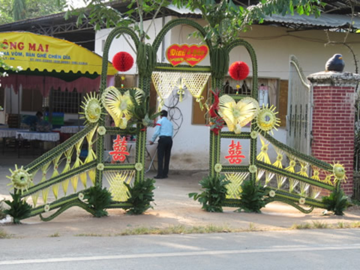 Coconut leaves for entrances or gates