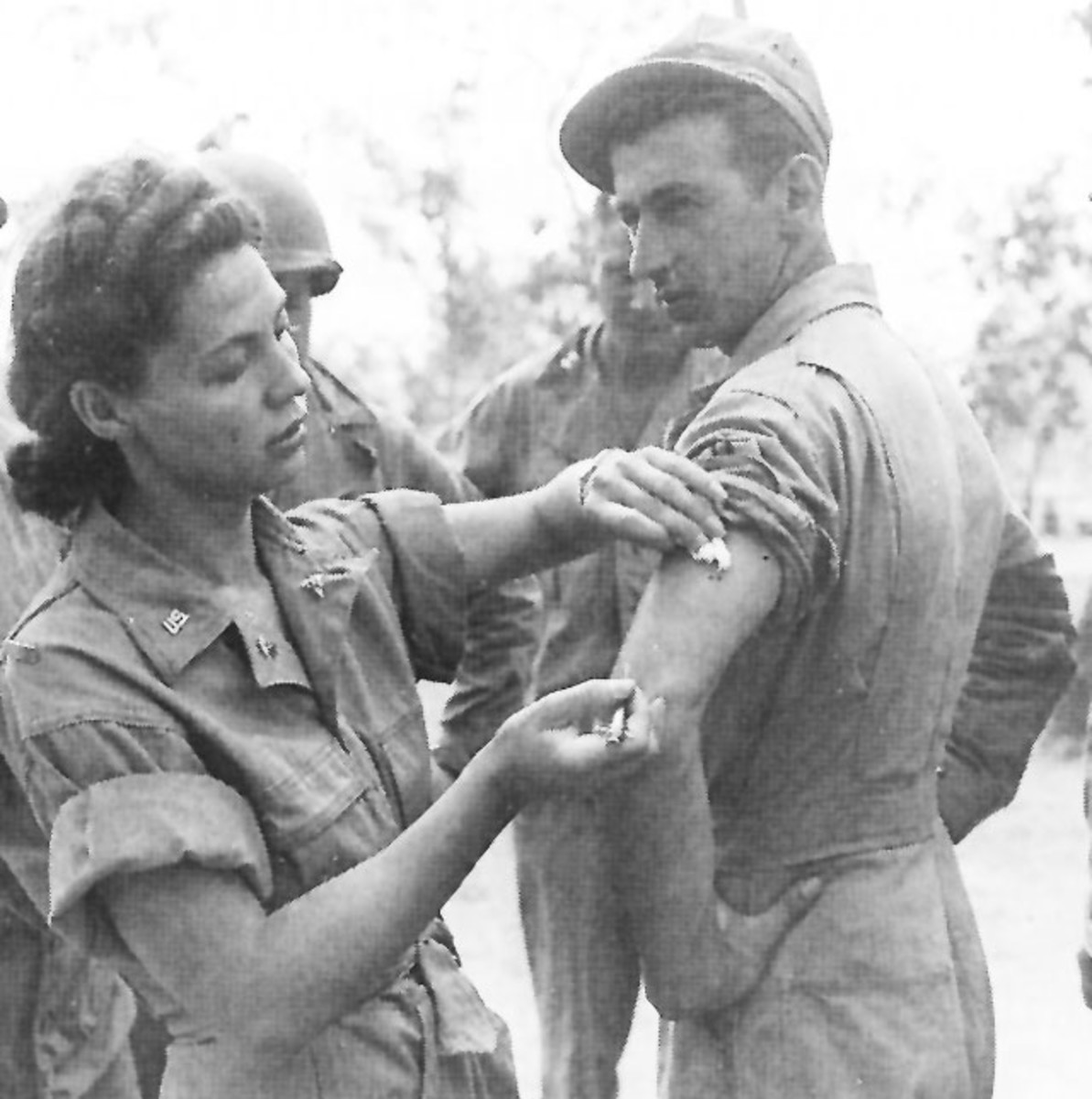 US Nursing Corps coming to the aid of an injured soldier