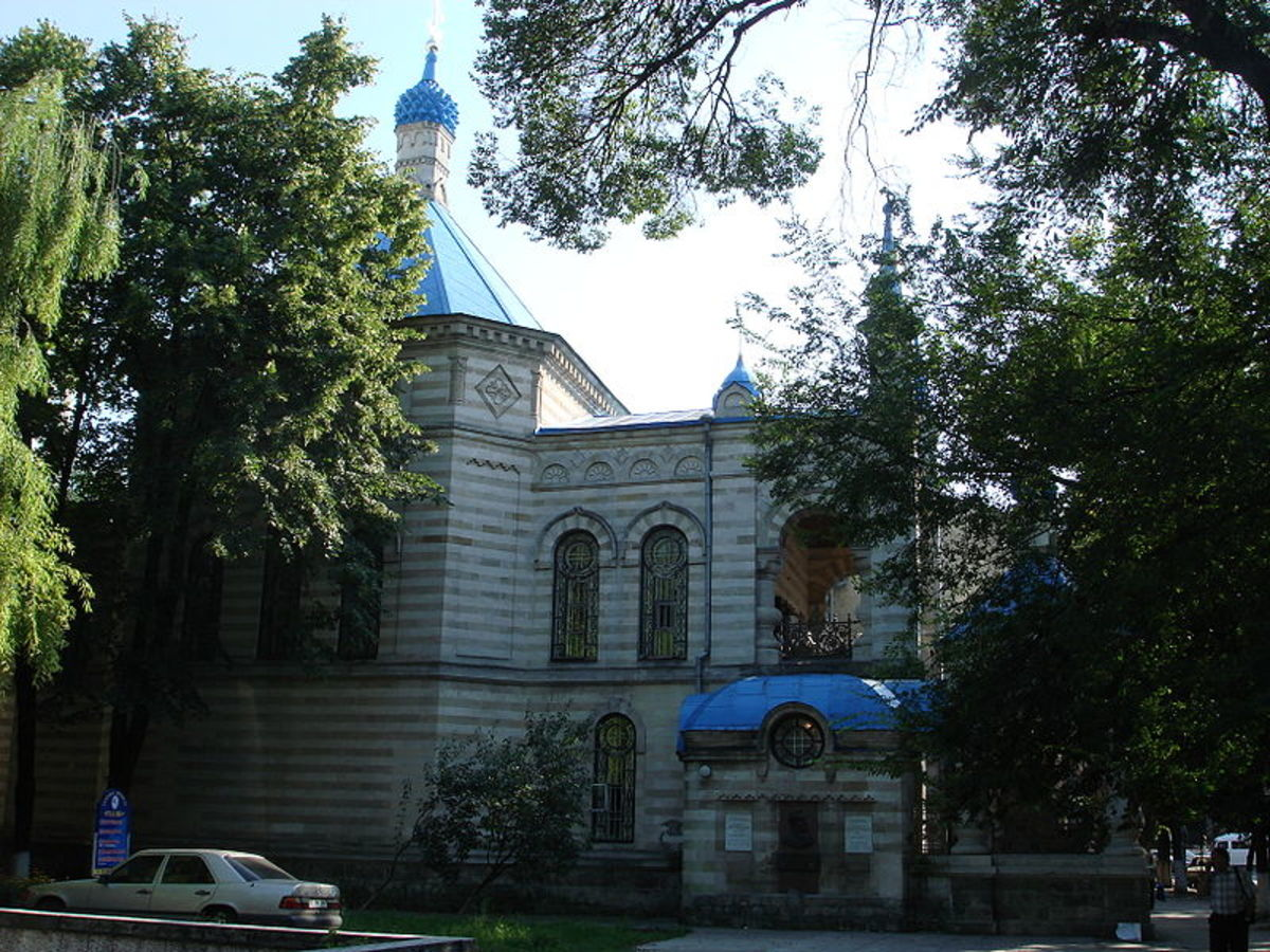 Zserghei photographed the Stone Church of Saint Theodora from Sihla in Chișinău, the capital of Moldova, in 2006.