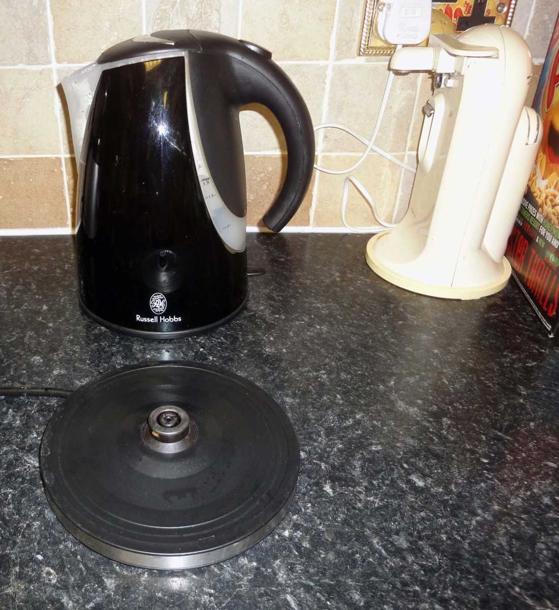Russell Hobb cordless jug kettle and base
