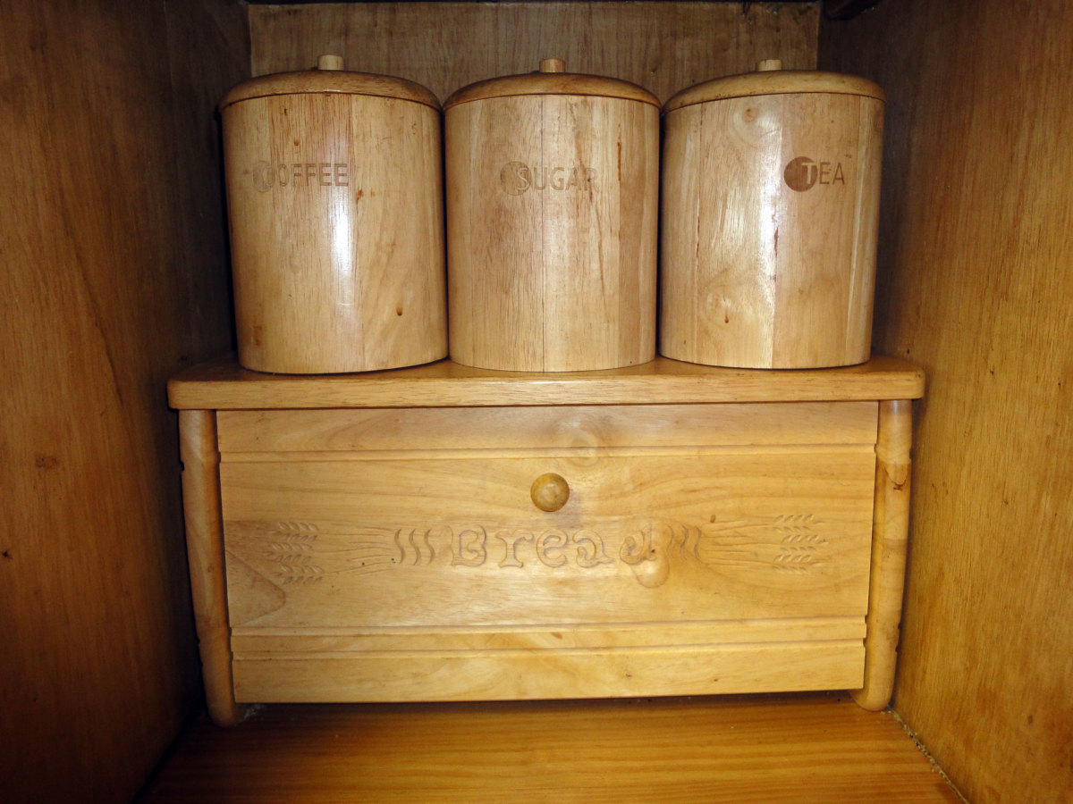 great-wooden-breadbins-for-kitchens