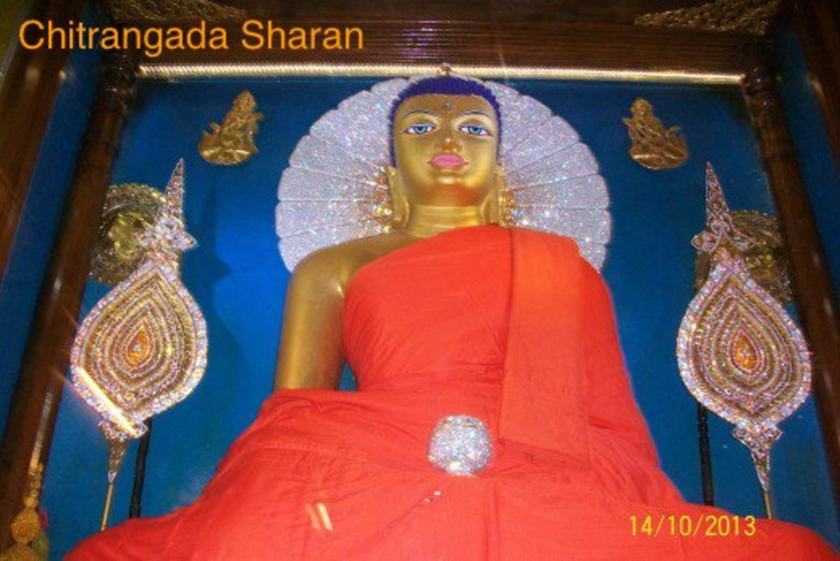 Buddha statue at the main temple at Bodh Gaya
