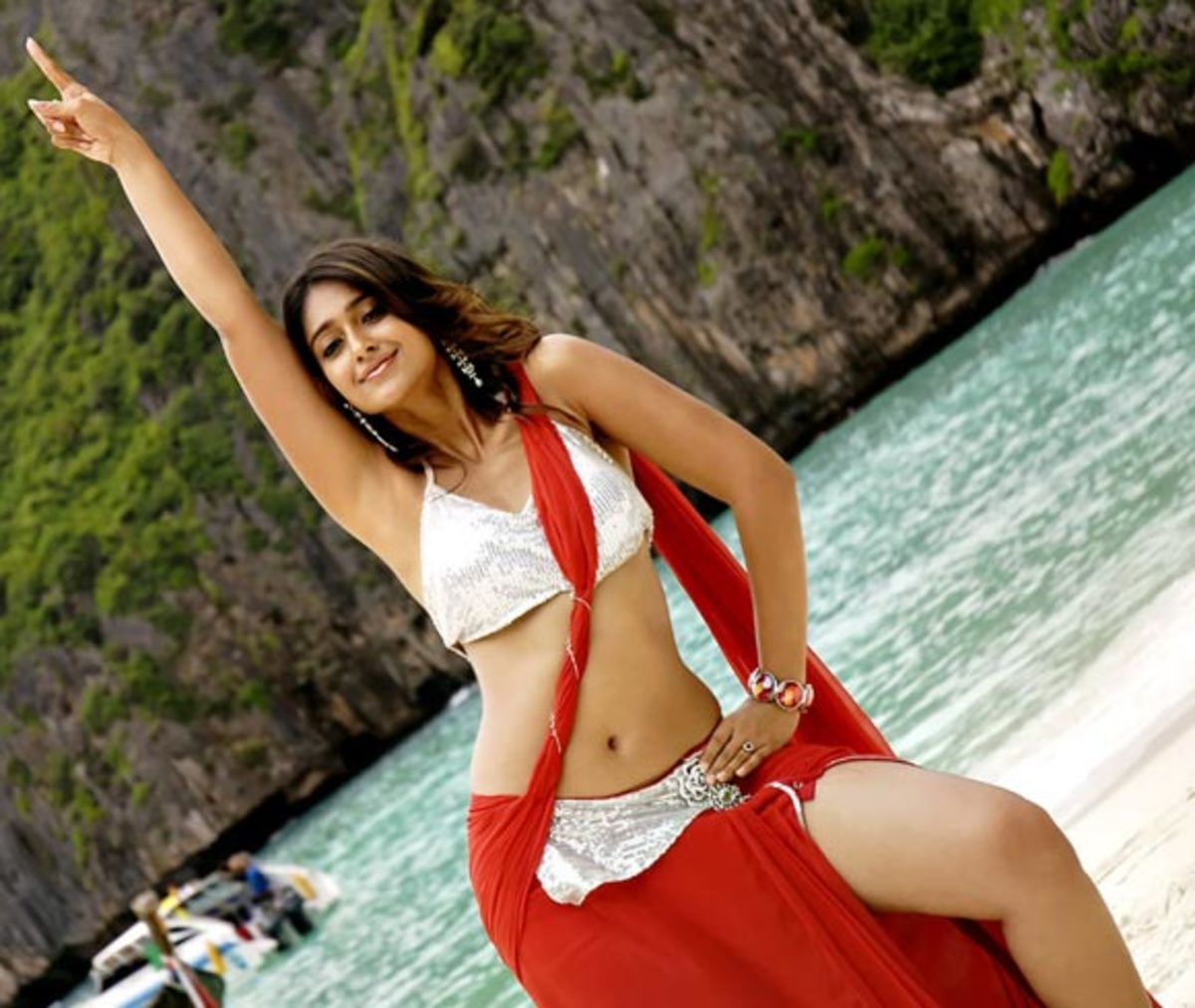 ileana hot navel saree thoppul photos