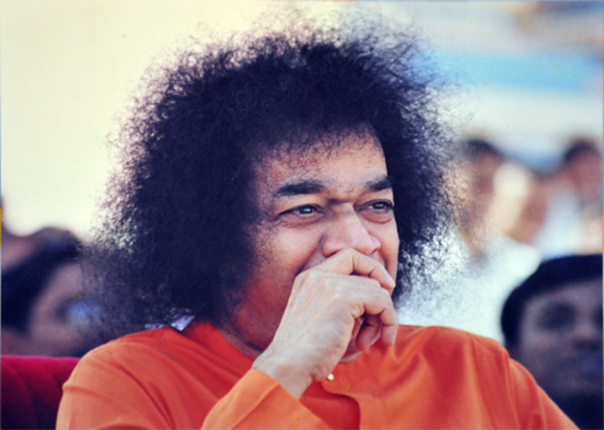 the-rainbow-hues-of-swamis-laughter-sathya-sai-baba-smile