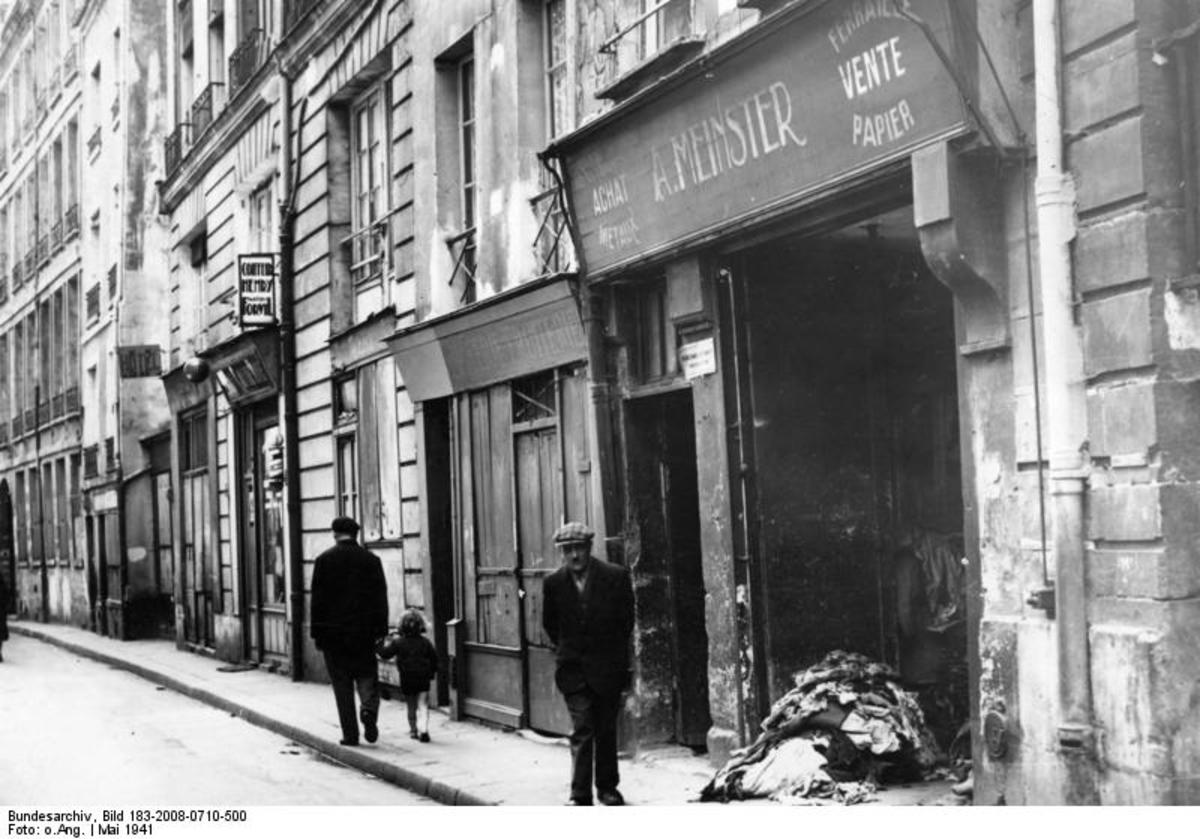 Paris, May 1941 . Little by little, Jewish shops and clothing manufacturing businesses in the Saint Paul district will disappear, following the arrest and deportation of many Jewish people of Paris