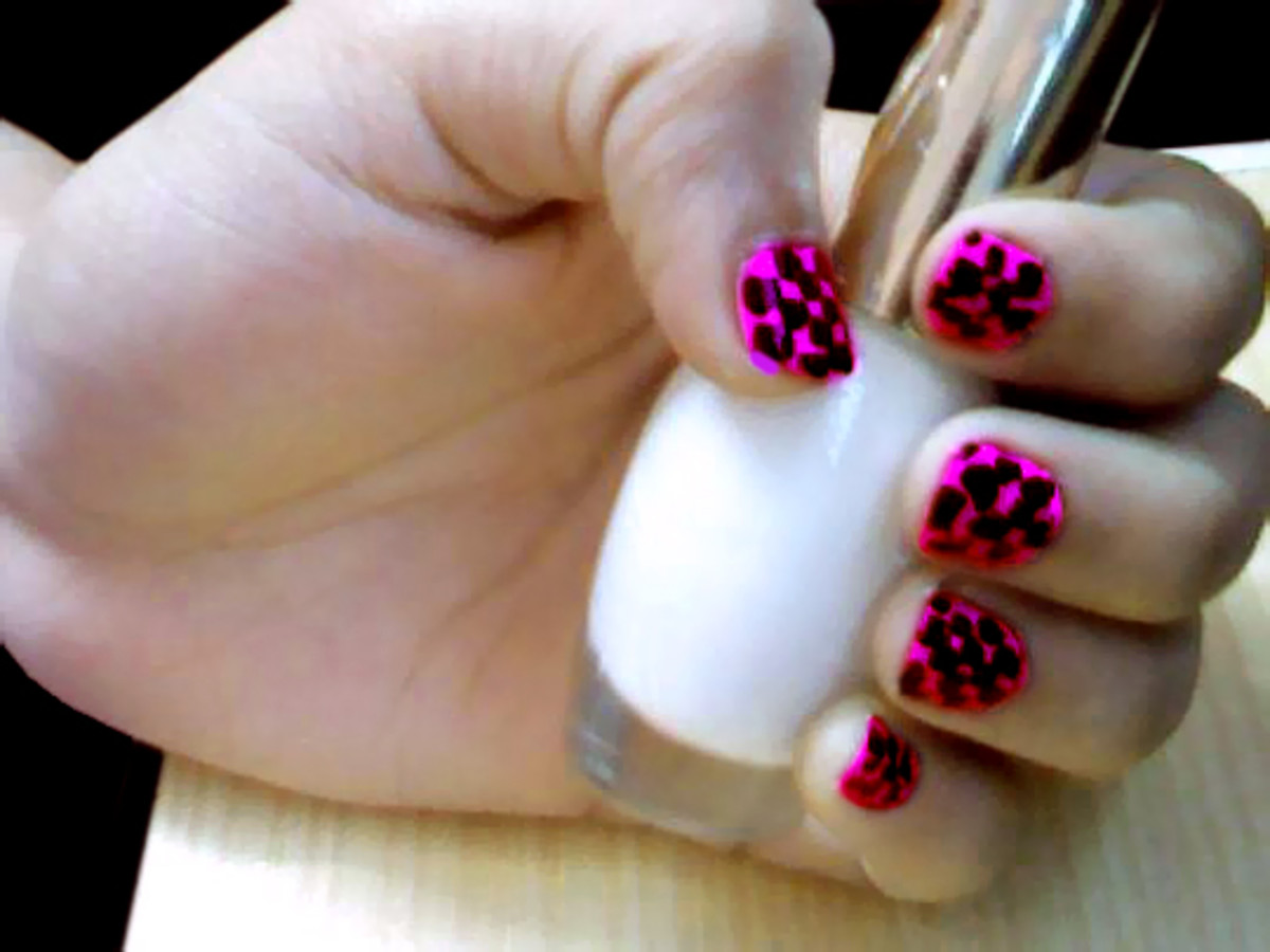 You can use different colors to paint nails using Photoshop