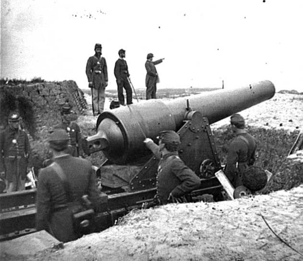 Civil War artillery - cannon fire