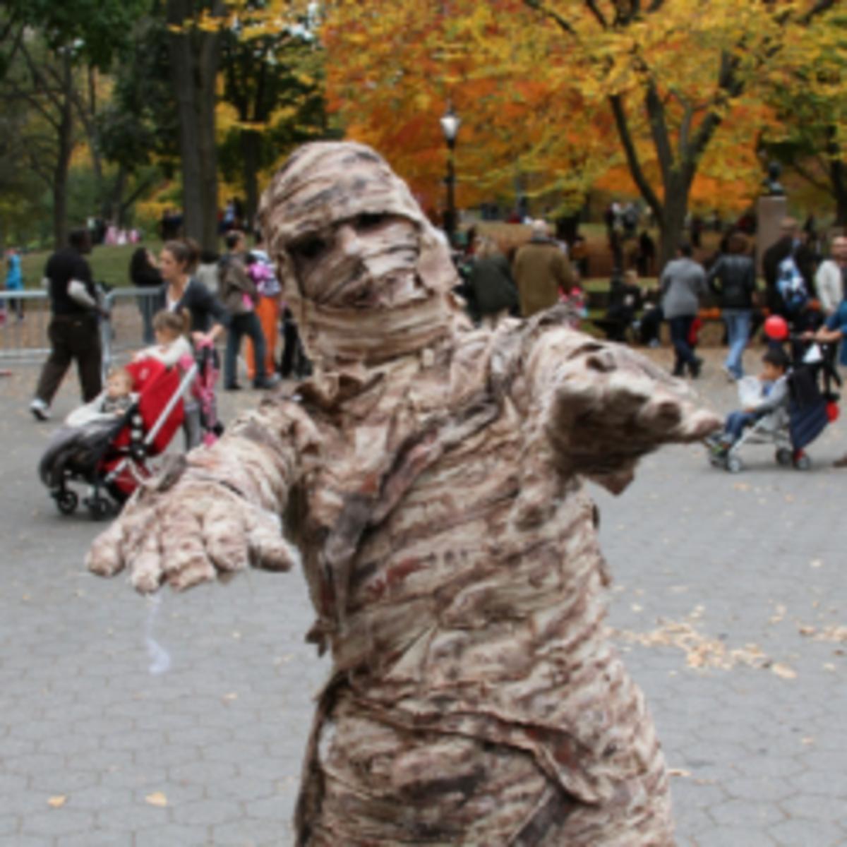 ★ Homemade Mummy Costume Ideas | Halloween Fancy Dress For Men, Women & Kids ★