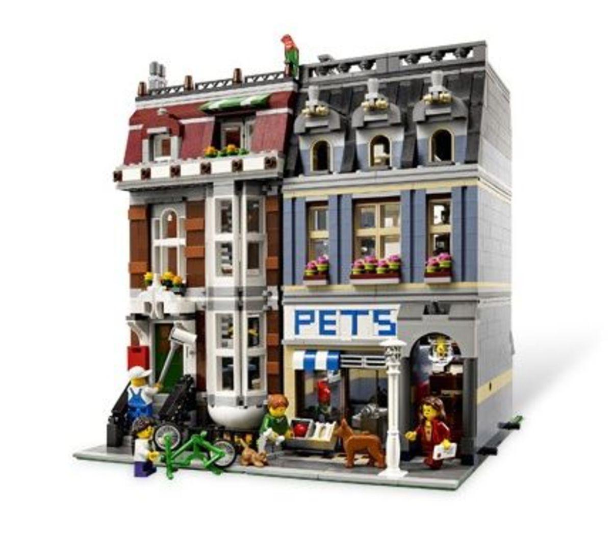 Pet Shop (10218) Released 2011. 2,014 pieces!
