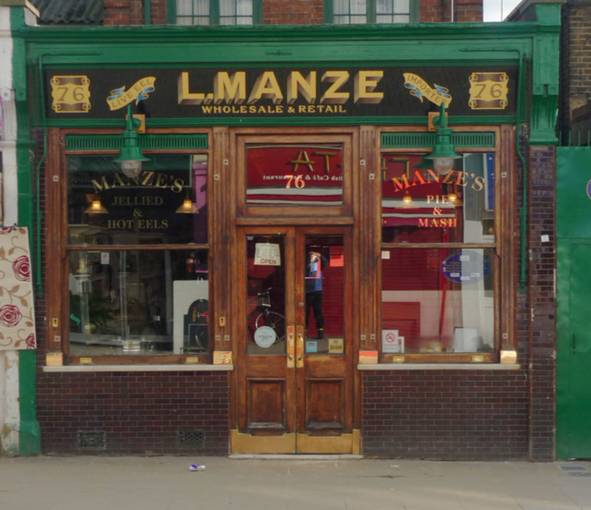 L. Manze Pie and Mash and Liquor shop - Londons oldest Pie and Mash shop
