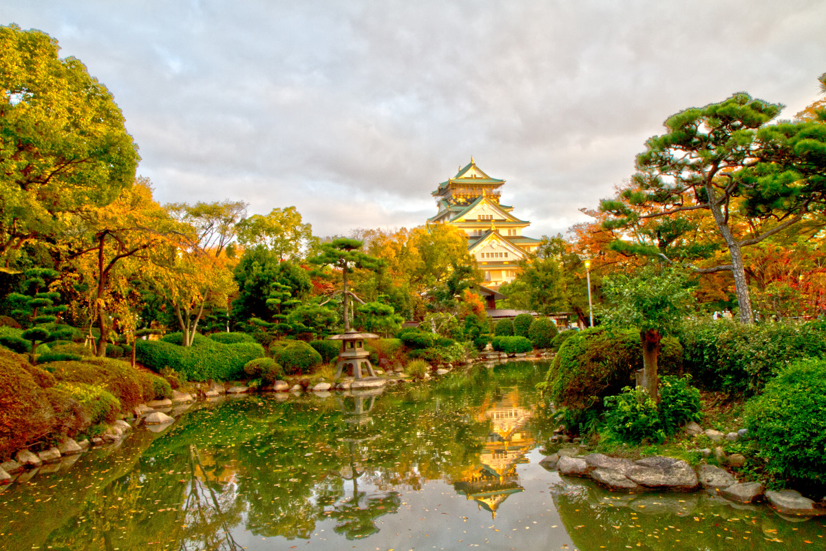 """Garden at Osaka Castle""; Isn't it beautiful, guys?"