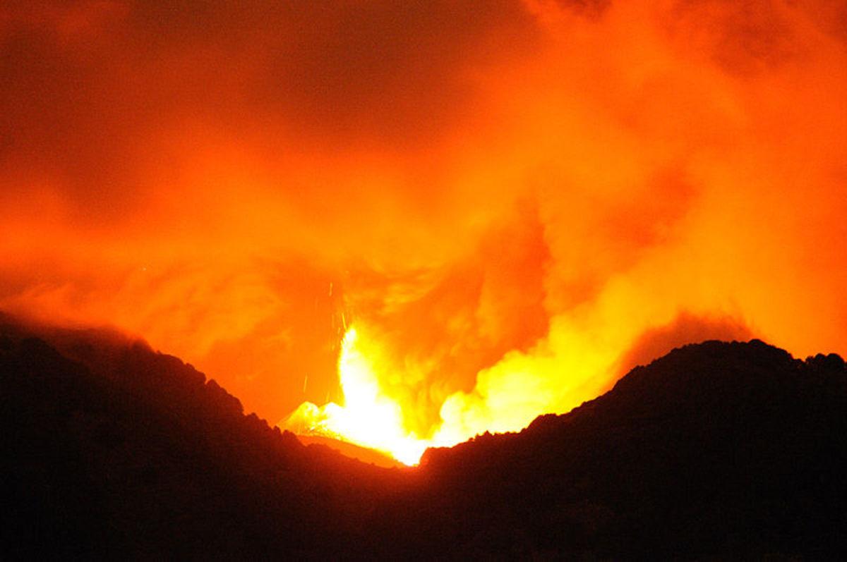 Etna Volcano Paroxysmal Eruption July 30 2011