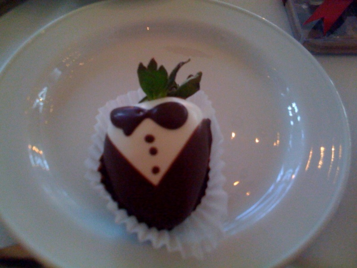 How cute is this Tuxedo-inspired Chocolate Covered Strawberry? Too bad this doesn't come with this secret Jamba Juice recipe for Chocolate Covered Strawberry Smoothies.