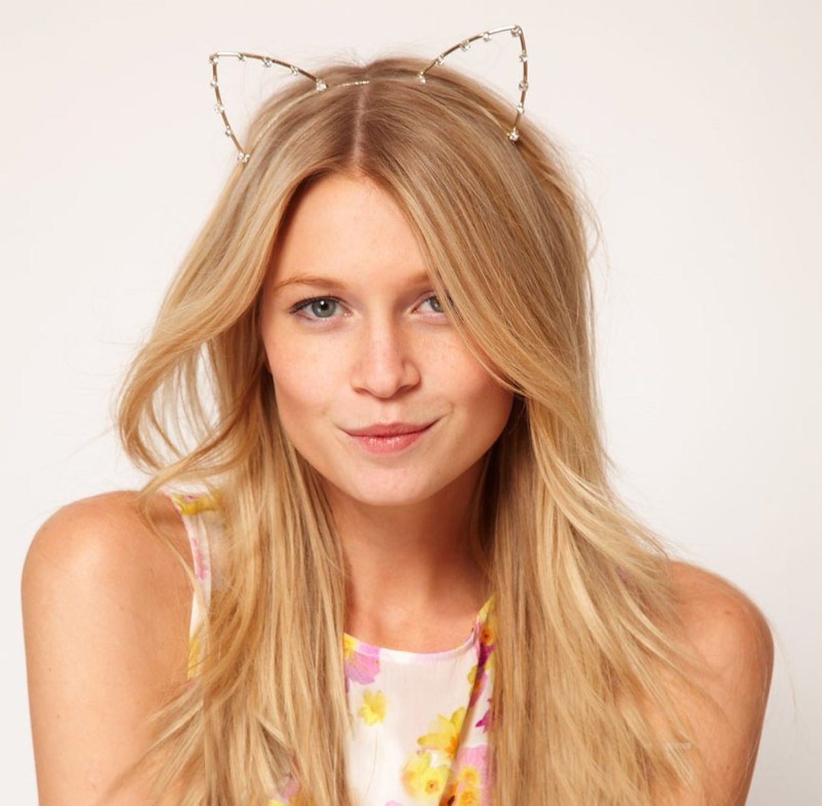 Girls who love feline ears, especially the anime fans, will love this headband as a gift.