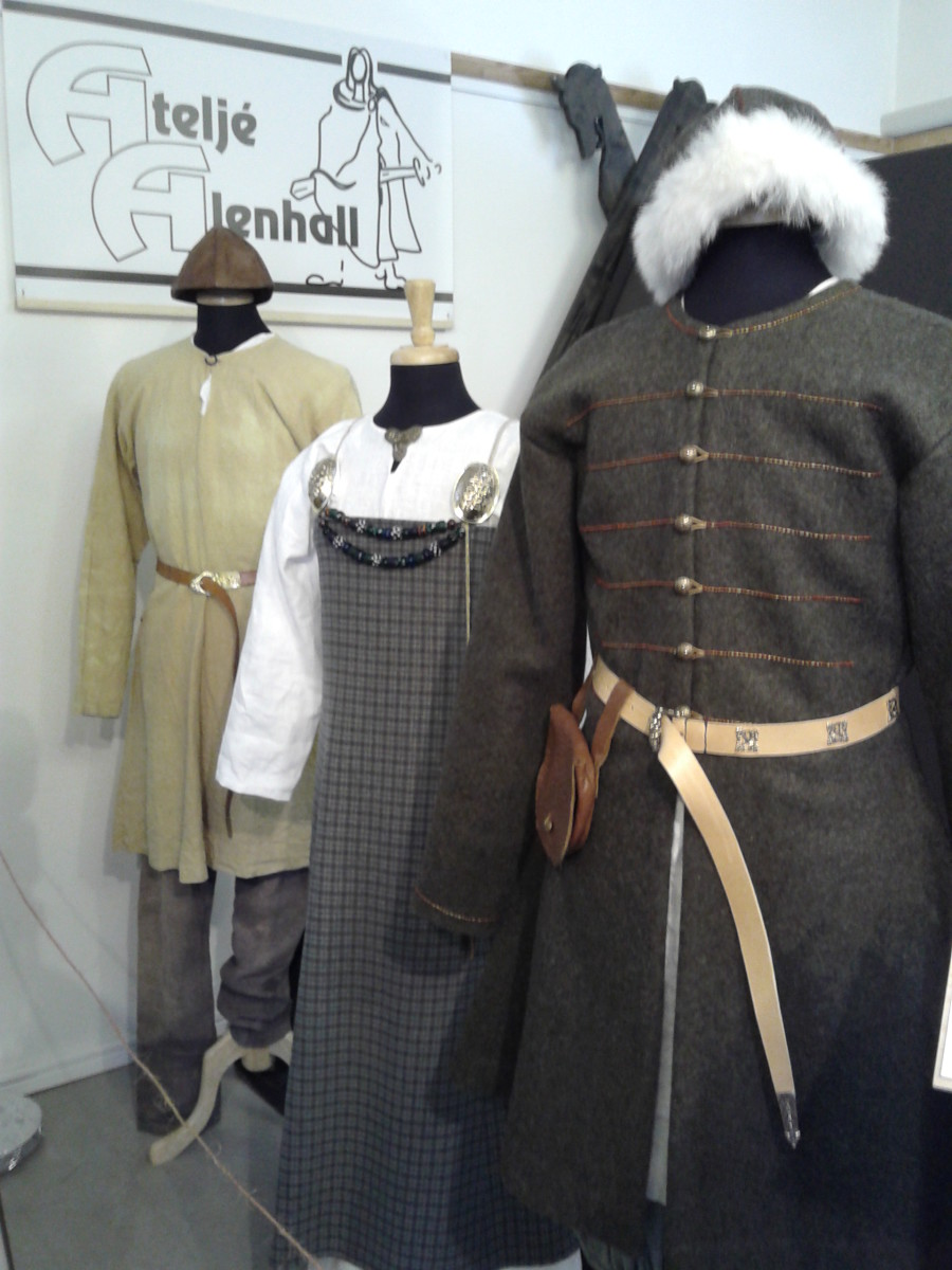How can kids earn money? Selling clothes like these! When you find clothing like this to sell, it will fetch a really nice price from the right buyer. Go Vikings!