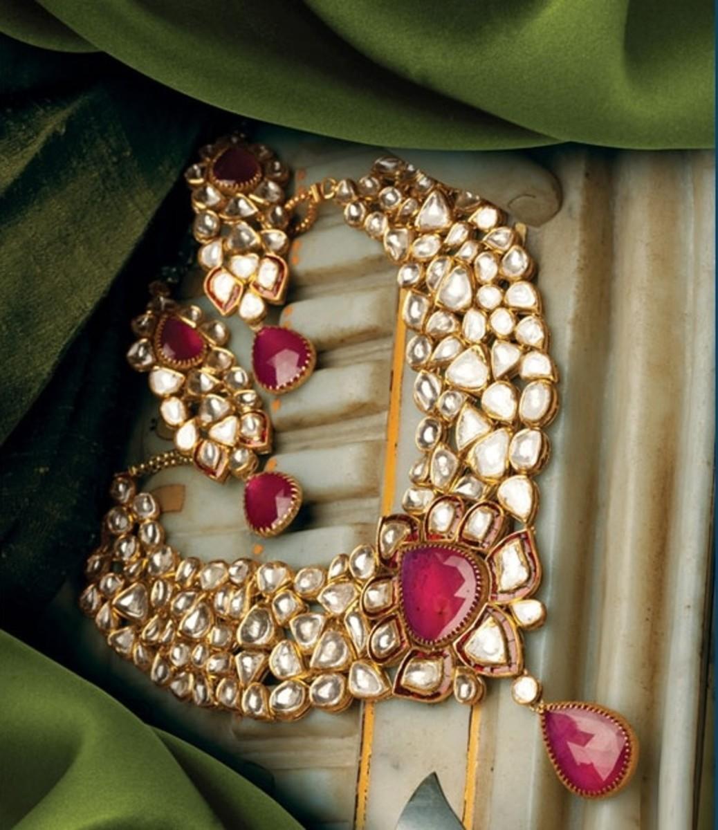 Kundan short necklace with magenta center stone