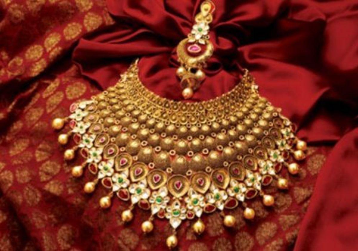 choker type heavy wedding jewelry