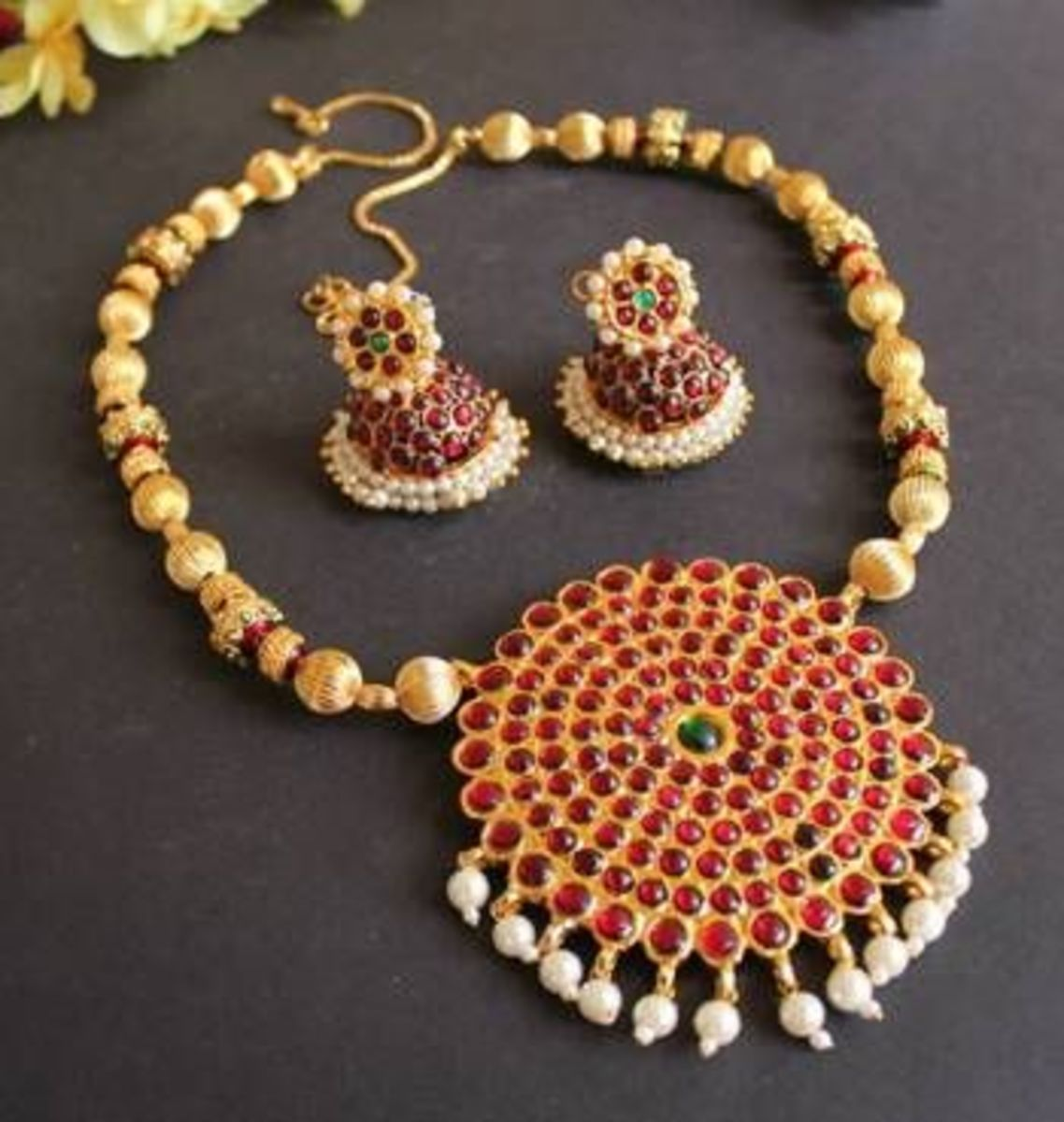 Traditional temple necklace gold set