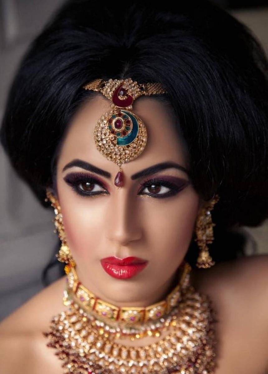 Bridal gold tikli and gold necklace design