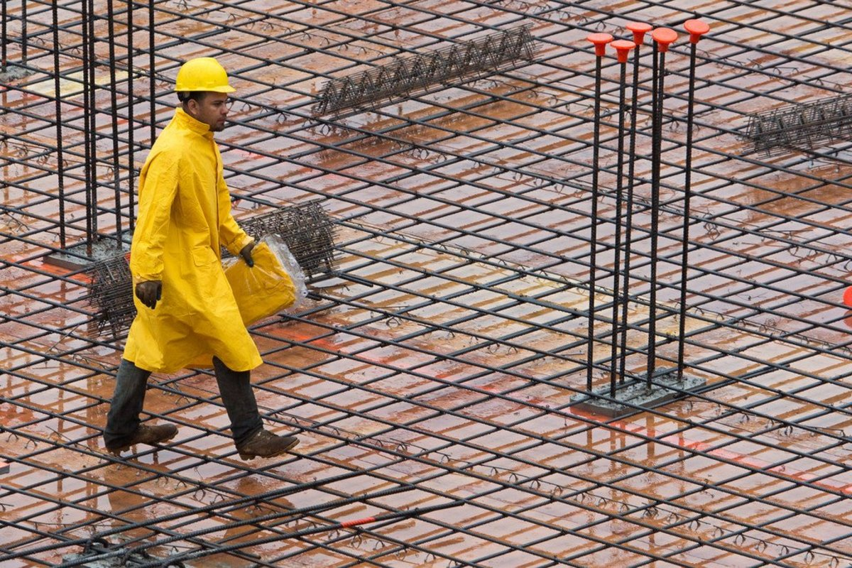 4 Best Work Rain Pants and Jackets for Construction Workers