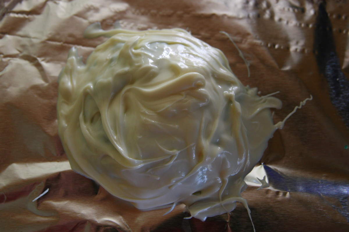 Allow the white chocolate shell layer to harden.