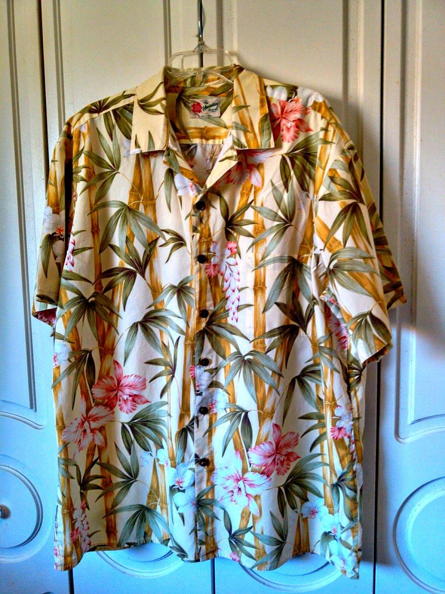 Hilo Hattie Hawaiian Shirt ~ Bamboo Tropical Flowers ~ Made in Hawaii ~100% cotton, short Sleeve with button front  and as always the design matched the front chest pocket. With the trademark  coconut style buttons. You get only the best with Hilo Ha
